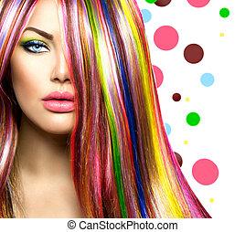 Pelo colorido y maquillaje. Chica modelo de belleza