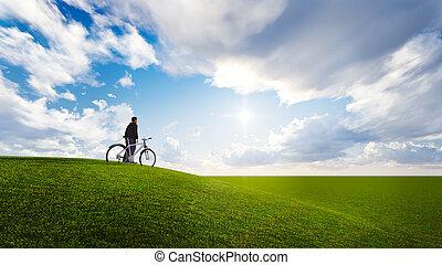 Peple en un prado con cielo azul
