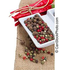 Peppecorn y pimienta roja fresca