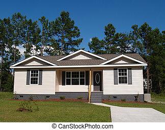Pequeña casa residencial de bajos ingresos