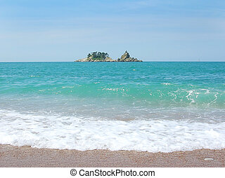 Pequeña isla en mar adriático