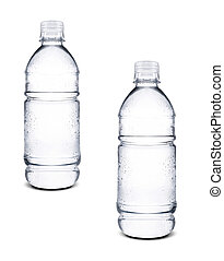 Pequeñas botellas de agua aisladas