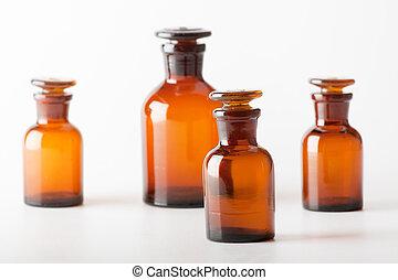 Pequeñas botellas de cristal químico