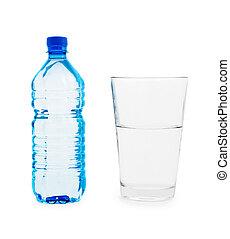 Pequeño botlle azul y gran vaso con agua