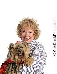 Pequeño perro de caballito rojo y mamá