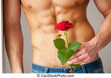 perfecto, primer plano, ella., pared, rosa, joven, muscular, mientras, tenencia, propensión, sorpresa, torso, rojo, hombre