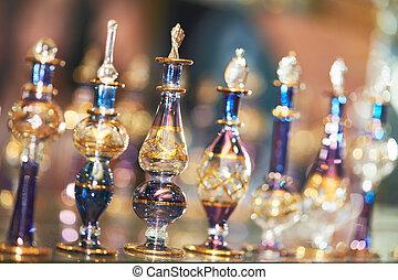 Perfume o aceite en botellas decorativas de vidrio