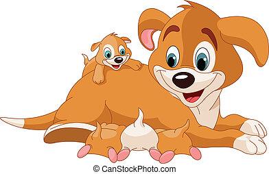 Perros madre cuidando cachorros lindos
