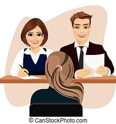 Personal de negocios sentado en la oficina, entrevistado con una candidata para el trabajo de reclutamiento