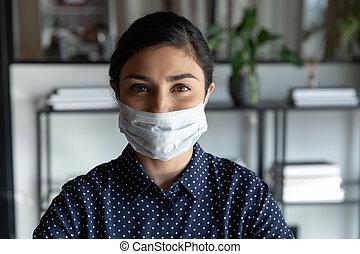 pertenencia étnica, indio, protector, mujer de negocios, facemask., cauteloso, usa, aliento, joven