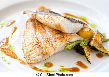 Pescado a la parrilla con verduras.