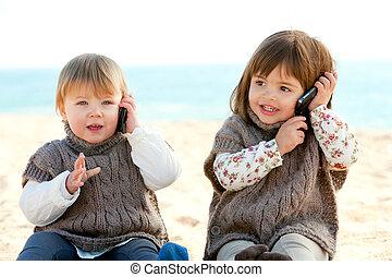phones., móvil, niñas, dos, hablar, babie