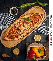pide, meatcubes, queso, vegetal, carne, flatbread, asado, mezcla, turco, picado
