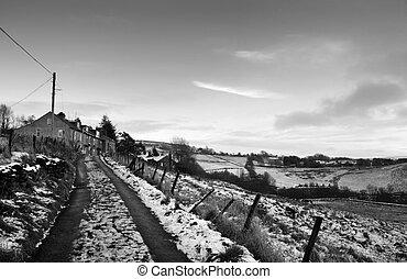 piedra, yorkshire, oeste, hurst, campos, fila, vista, pennine, hebden, cubierto, monocromo, nieve, carril, país, puente, rodeado, casas, estrecho, paisaje