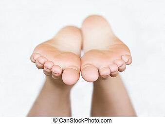 pies, descubierto