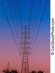 Pilón eléctrico al atardecer