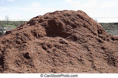 Pile de mulch rojo