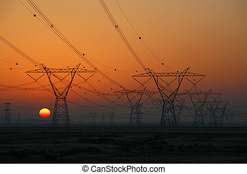 Pilones de electricidad al atardecer