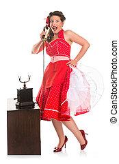 Pin-up chica en el teléfono