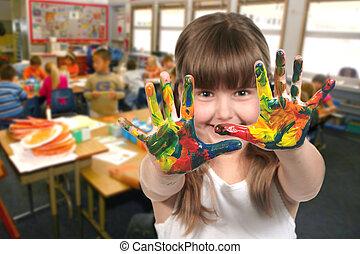 Pintar con las manos en clase