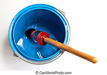 Pintar puede con pincel aislado en blanco