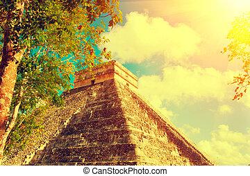 Pirámide maya chichen itza, México. Un antiguo sitio turístico mexicano