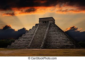 Pirámide maya en chichen-itza, México