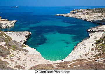 Piscina de San Pedro, playa rocosa en Malta