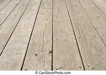 Piso de madera con uñas viejas