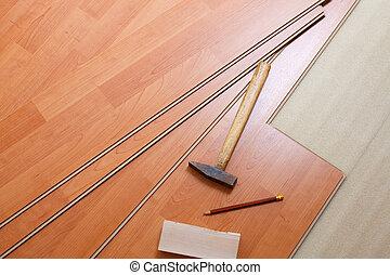 Piso de madera y herramientas