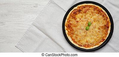 pizza, neopolitan, plano, albahaca, queso, space., colocar, vista., overhead., copia, cima, sobre, casero