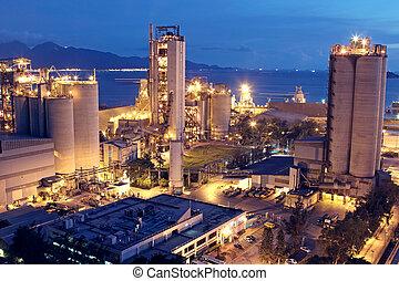 Planta de cemento, fábrica de cemento, industria pesada o industria de construcción.