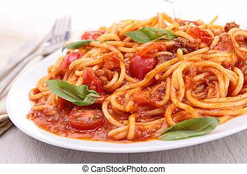 Plata de spaghetti con salsa de tomate