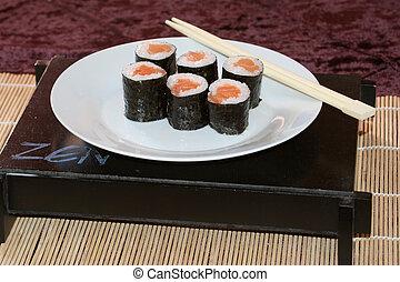 Plata de sushi.