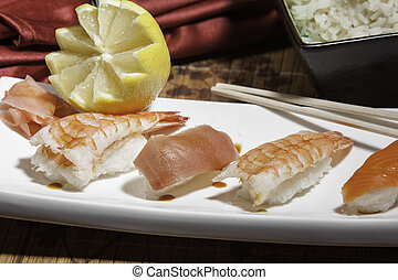 Plata de sushi variado