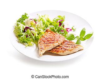 Plato de pechuga de pollo asado con ensalada