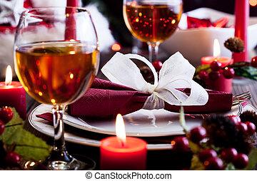 Platos de Navidad en la mesa