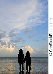 playa, ocaso, niños, silueta, vulnerable