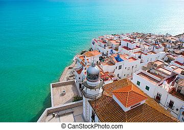 Playa Peniscola y vista aérea del pueblo en España de Castellon