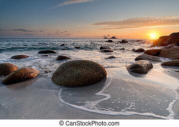 playa puesta sol, nanven, cornwall, porth