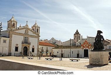 Plaza pública en Faro, Portugal