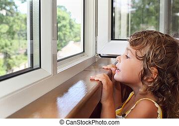 poco, mirada, balcón, ventana, niña bonita, sonriente