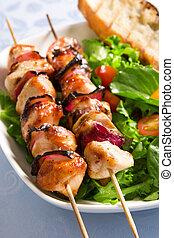 Pollo asado y ensalada