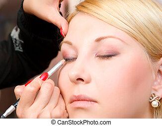 Ponerse en modelos de maquillaje