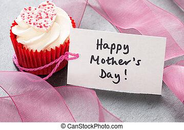 """Ponquecito de glaseado blanco con etiqueta de """"Feliz Día de la Madre"""