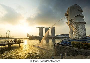 Por la mañana temprano de la estatua de Merlion, la tierra de Singapur