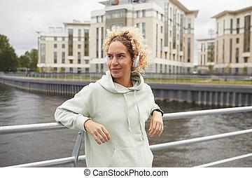 posición, puente, mujer joven