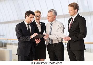 posición, todos, empresarios, advice., cuatro, mientras, otro, algo, ellos, cada, necesidad, cierre, discutir