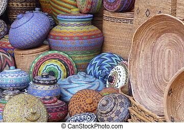 Potes y canastas de artesanía en Bali