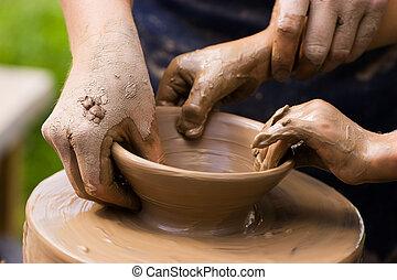 Potters y manos de niño